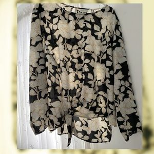 🟡Clearout! Stunning floral blouse